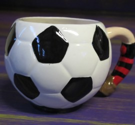 Come and make your dad his own football mug in his teams colours...this particular piece is painted in Beanotown FC colours!